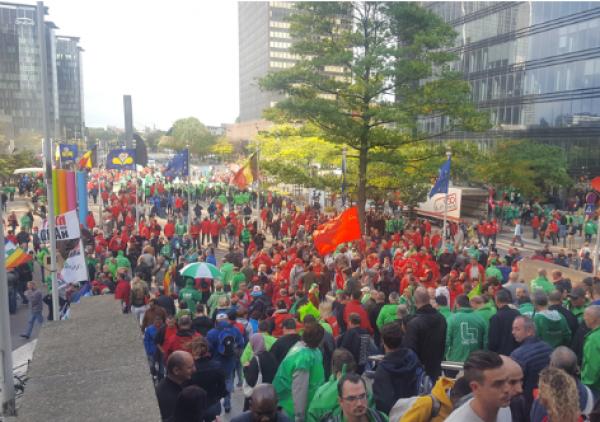 Milhares de pessoas protestam em Bruxelas contra reforma trabalhista