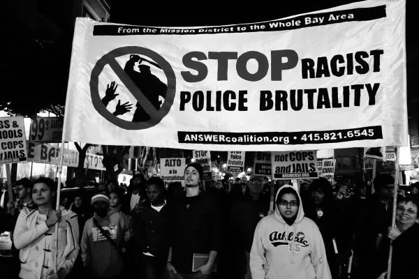 Mobilizações contra assassinatos policiais racistas deixam cinco polícias mortos em Dallas (EUA)