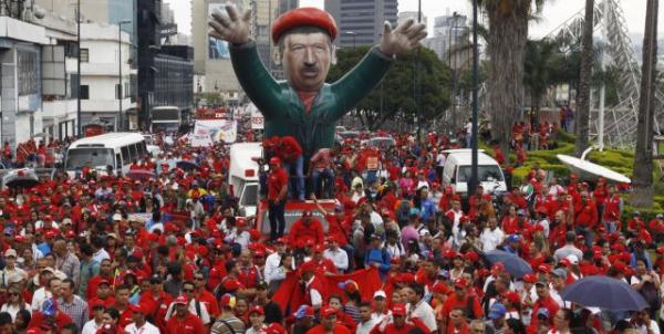 Marcha anti-imperialista realizada em Caracas, nesta segunda (11)