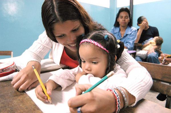 Na Venezuela, cidadãos têm o direito a 24 anos de educação pública gratuita; meta da Unesco é de 12 anos
